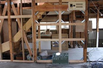耐震全面リフォームの耐震工事編からです、16ケ所耐震補強工事をしました。